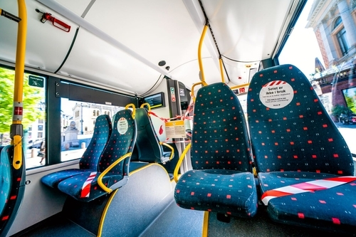 公交车上满员时传感器会提醒乘客